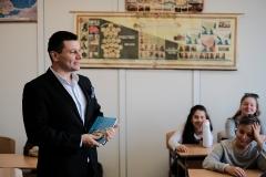 доц.д-р Радослав Спасов при учениците от 6 - В клас